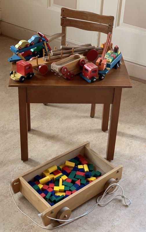 145. Ouderwets houten speelgoed