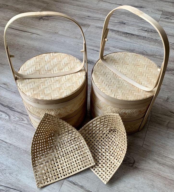195 d. Twee bamboe stoommandjes en twee bamboe bordjes