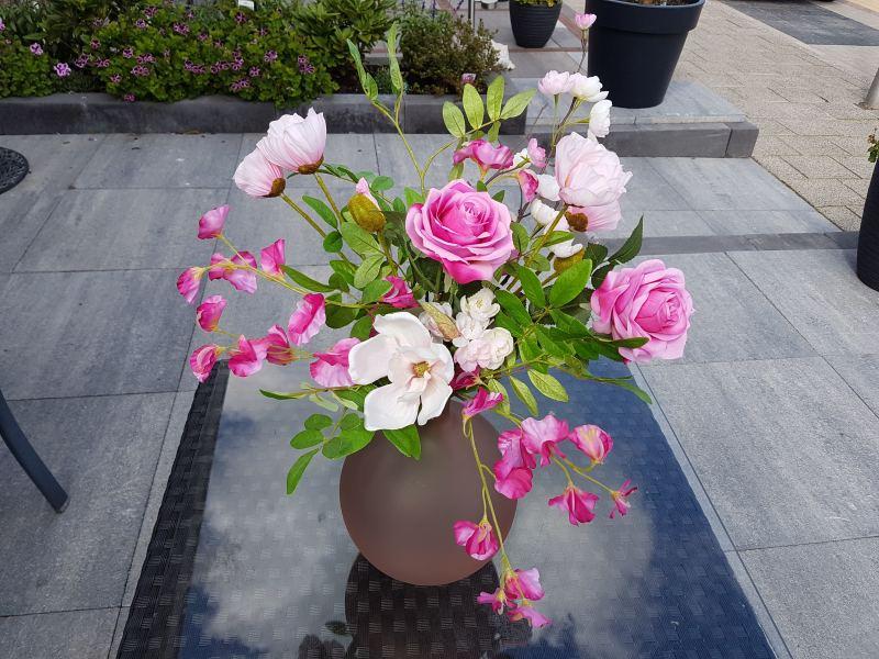 79. Twee maanden huur zijden bloemen boeket